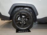 2020款 RAV4荣放  双擎 2.5L CVT四驱精英版
